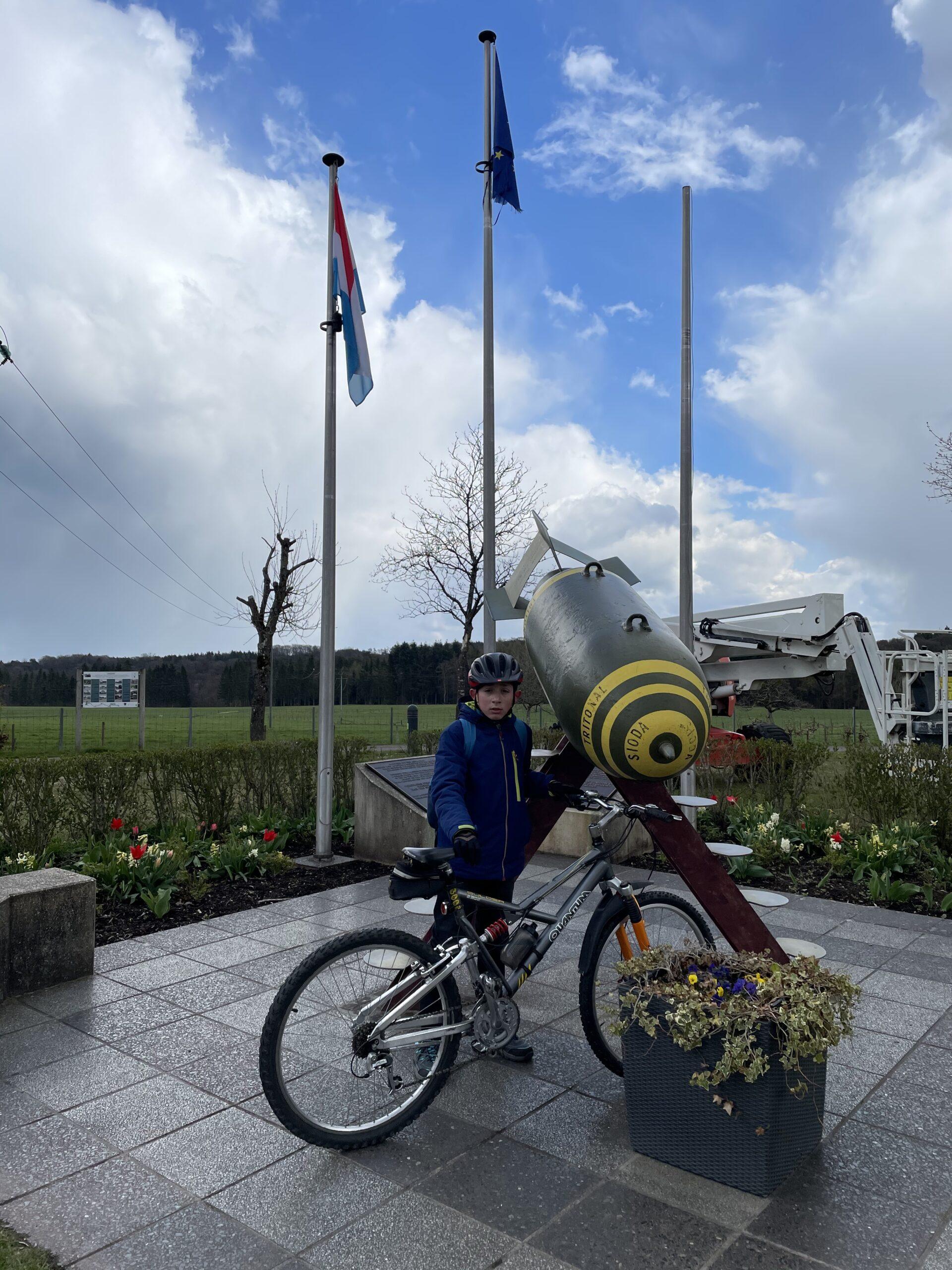 Consdorf mémorial 2e Guerre mondiale / bombe U.S. déminée en 1990